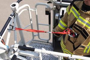 Sicherung mit Gutsystem in der Feuerwehrschutzjacke